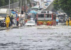मुंबई में भारी बारिश की आशंका, स्कूलों की छुट्टी